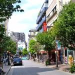 日本一のヤクザの街、麻布十番と南青山にはヤクザ直営のケーキ屋さんがあります。 今のヤクザはケーキ屋さん、塾、小学校、高級介護施設、ネイルサロンなど多角経営しています。