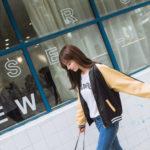 女子中高生の50パーセントは韓国のブランドのファッションをしている。