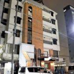 新横浜の稲川会の武器庫のビルを摘発。