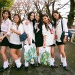広瀬すずさんが90年代ギャル姿の写ルンですで撮った写真が話題に。