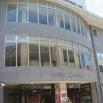 佐賀県武雄市のエタニティビル7階のスナック「イリュージョン」で7人のクラスター感染。